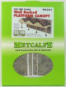 Metcalfe PO341 Wall Backed Platform Canopy